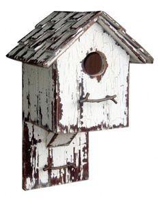 love this cute old simple bird house Dyi Bird House, Bird House Feeder, Birdhouse Designs, Birdhouse Ideas, Backyard Birds, Backyard Ideas, Crazy Bird, Bird Boxes, Wood Bird