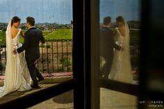 Recién casados ante los viñedos de una finca privada en Aspe, Alicante