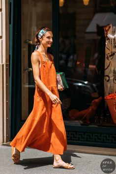 Haute Couture Fall / Winter Street Style: Dorothée Gilbert - New Site Fashion Week, Love Fashion, Fashion Tips, Fashion Design, Style Fashion, Orange Fashion, Fashion Vintage, Fashion Trends, Dress Fashion