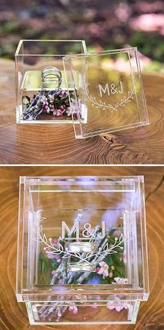 """Woodland Pretty"" Personalized Acrylic Wedding Ring Box (com estrelinhas de papel metálicas douradas)"