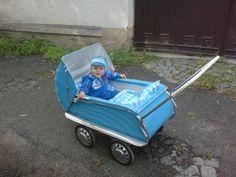 Retrogalerie: Kočárky — Retro — Česká televize Pram Stroller, Baby Strollers, Vintage Pram, Prams And Pushchairs, Baby Buggy, Baby Prams, Baby Carriage, Kids And Parenting, Retro