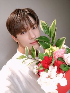 imagine Lee Jeno nct give you flowers for valentine's day! what a sweet Jeno Nct, Valentines Flowers, Perfect Smile, Fandoms, Sanha, Soyeon, Winwin, Taeyong, Jaehyun