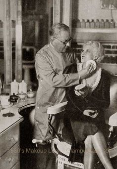 1930s-makeup-owmen-Max-factor-with-Jean-Harlow