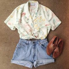 Need to update your Spring and Summer wardrobe? My vintage shop has everything y. Need to update your Spring and Summer wardrobe? My vintage shop has everything you need! Check out 80s Fashion, Look Fashion, Street Fashion, Fashion Outfits, Fashion Trends, Fashion Ideas, Fashion Vintage, Fashion Women, Trendy Fashion