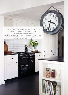my ideal home. pretty kitchen - my ideal home. Country Kitchen, New Kitchen, Kitchen Dining, Kitchen Decor, Kitchen Pantry, Black Kitchens, Home Kitchens, Kitchen Black, Kitchen Remodeling
