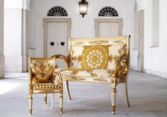 Trending Now - The Best Gold Furniture For Your Luxury Interior Design Versace Furniture, Gold Furniture, Luxury Furniture, Colorful Furniture, Furniture Design, Furniture Decor, Casa Versace, Versace Home, Gianni Versace