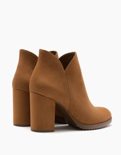 Ankle boots with block mid-heel shoes Pretty Shoes, Beautiful Shoes, Mid Heel Shoes, Shoes Heels, Sneaker Boots, Bootie Boots, Tan Booties, Chunky Boots, Cute Boots
