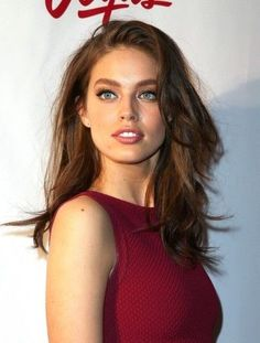 New sport illustrated swimsuit models emily didonato ideas Emily Didonato, Modelo Emily, Layered Haircuts, Looks Style, Beautiful Eyes, Beautiful Women, Pretty Face, Look Fashion, Hair Lengths