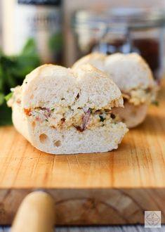 Sandwich de pollo curry y pasas