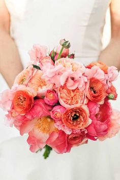 The Green Vase, Bridal bouquet or Juliet Garden Roses, coral charm peonies, pink ranunculus, peach ranunculus, pink sweetpeas #coral #peonyranunculus #bouquet