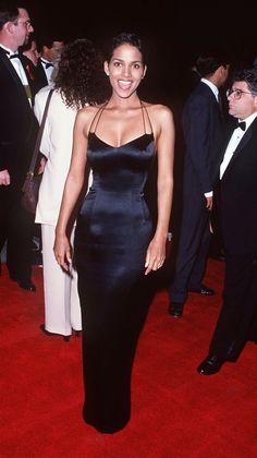 Estilo Halle Berry, Halle Berry Style, Halle Berry Body, Black 90s Fashion, Hally Berry, Looks Black, Celebrity Dresses, Celebrity Babies, Celebrity Style
