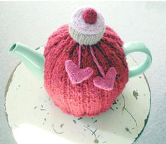 Free knitting pattern for cupcake tea cozy