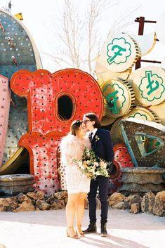 retro Elvis inspired Vegas elopement // Hip and Colorful Las Vegas Neon Museum Wedding // Kristen Kay Photography - Kristen Krehbiel Honey Wedding Favors, Creative Wedding Favors, Inexpensive Wedding Favors, Edible Wedding Favors, Wedding Favors For Guests, Cheap Favors, Party Favors, Vegas Wedding Venue, Las Vegas Weddings