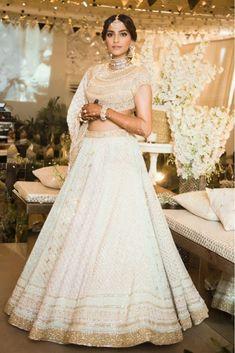 We Got The First Look At Sonam Kapoor's Mehendi And All The Details Are In! *Outfits & More. #Sonam #Sonamkishaadi #Wedding #Lehenga #Indianwear #Celebritywedding #Sangeet #AbuJaniSandeepKhosla #Indianwedding