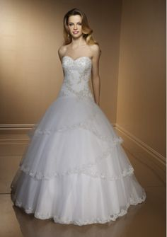 Contemporary Sweetheart Applique Beads Working Tiered Satin Lace Chapel Train Ball Gown Wedding Dress