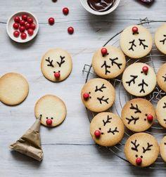 Easy Rudolph reindeer cookies - cookie decorating // Rénszarvasos kekszek egyszerűen - süti díszítés // Mindy - craft tutorial collection // #crafts #DIY #craftTutorial #tutorial #ChristmasCrafts #Christmas