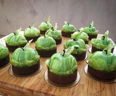 12 mentions J'aime, 2 commentaires – Elina Olefirenko (@elina.olefirenko) sur Instagram : «Apple garden»