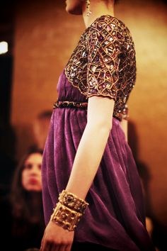 Chanel details purple & bead elegance. Sleeve details.