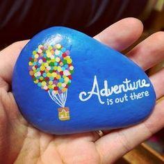 Painted rock / rock painting / rock art / painted stones / adventure / up / balloons easy paintings Easy Paint Rock For Try at Home (Stone Art & Rock Painting Ideas) Pebble Painting, Pebble Art, Stone Painting, Diy Painting, Painting Quotes, Shell Painting, Painting Pictures, Painting Lessons, Painting Tutorials