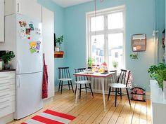 sala de jantar pequena junto a cozinha