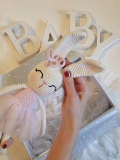 Regalo Baby Shower, Baby Shower Crafts, Baby Shower Gift Basket, Baby Gift Box, Baby Baskets, Diy Baby Gifts, Baby Box, Baby Girl Gifts, Newborn Gifts