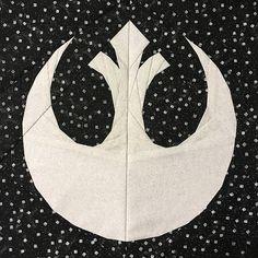 Star Wars Rebel Alliance Logo paper pieced quilt block by Melissa Bejot… Star Wars Quilt, Star Quilt Blocks, Star Wars Crafts, Geek Crafts, Alliance Logo, Rebel Alliance, Paper Piecing Patterns, Quilt Block Patterns, Quilting Projects