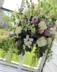 Happy Saturday!  #thefloralcottageflorist #summerwedding #receptionflowers #weddingweekend