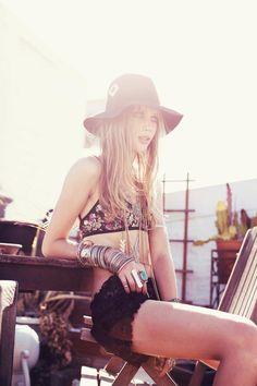 boho gypsy - - ☮k☮ Bohemian Mode, Bohemian Gypsy, Bohemian Style, Boho Chic, Bohemian Lifestyle, Hippie Style, Gypsy Style, My Style, Style Blog