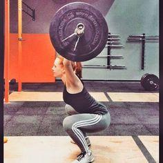 """A lindona da @jules_q pegou no pesado (literalmente) vestindo Kaisan. Marque nos comentários aquela amiga que não fura na hora de levantar um """"pesinho""""   #crossfit #hardcore #fitness #motivation #kaisan #foco #nopainnogain"""