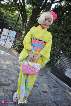 Traditional Japanese Kimono + Modern Japanese Street Style = Kawaii