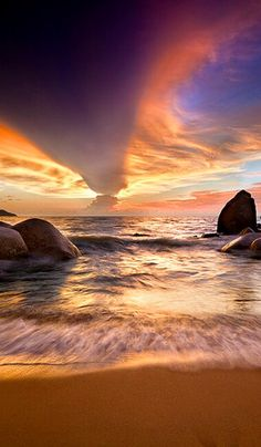 Spectacular cloud formation at sunset • photo: Bobby Bong