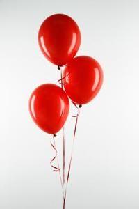 Como imprimir em um balão, pensei em carimbá-los com o monograma.