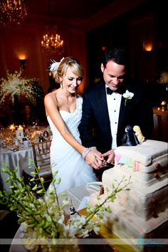 Cutting the cake in Old Well, Azul Photography, Fresh Affairs