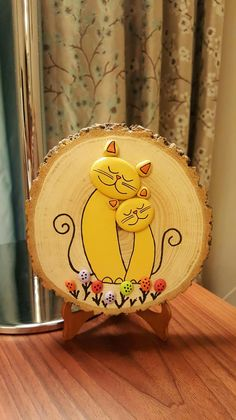 Favourite DIYPainted Rock Ideas for Your Home Decoration Stone Crafts, Rock Crafts, Fun Crafts, Diy And Crafts, Arts And Crafts, Stone Painting, Painting On Wood, Wood Slice Crafts, Rock Decor