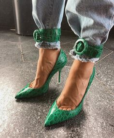 Thigh High Sandals, Strappy Sandals, High Heels, Street Style 2018, Street Style Looks, Bold Fashion, Milan Fashion, Fashion Ideas, Top 10 Shoes
