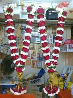 Indian Wedding Flowers, Flower Garland Wedding, Flower Garlands, Bridal Flowers, Fall Flowers, Marriage Decoration, Wedding Stage Decorations, Flower Decorations, Flower Jewellery For Mehndi