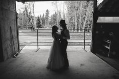 Lifestyle Photography, Wedding Photography, Wedding First Look, Get Outdoors, Photo Black, Wedding Receptions, First Dance, Black And White Photography, Rustic Wedding