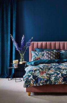 Dark Blue Bedroom Walls, Dark Blue Rooms, Blue And Pink Bedroom, Dusty Pink Bedroom, Blue Bedroom Colors, Blue Bedroom Decor, Bedroom Color Schemes, Room Ideas Bedroom, Home Bedroom