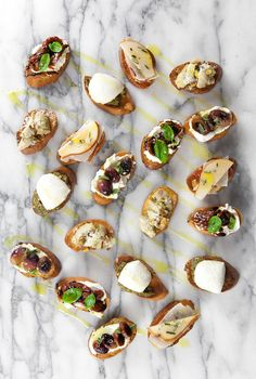 Make your dinner table full of colors and flavor this holiday season with this colorful crostini appetizer. Your guests will thank you! White Balsamic Vinegar, Balsamic Chicken, Balsamic Glaze, Tomato Caprese, Pecorino Cheese, Pesto Sauce, Fritters, Mexican Christmas, Christmas Eve