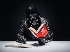 Este proyecto fotográfico reimagina la vida ordinaria de Darth Vader - FayerWayer