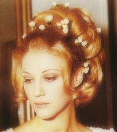 Zoi Laskari Most Beautiful Women, Beautiful People, Kostas Martakis, Greek Icons, Greek Music, Crazy Girls, Agatha Christie, Famous People, Greece