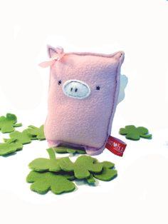 Glücksschweinchen - Glücksschwein mit Flügel und Kleeblatt - ein Designerstück von AtelierVILLAGE bei DaWanda