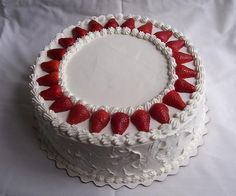 Francois J. Cake Icing, Buttercream Cake, Cake Decorating Tips, Cookie Decorating, Fresh Fruit Cake, Fruit Cakes, Kolaci I Torte, Classic Cake, Strawberry Cakes