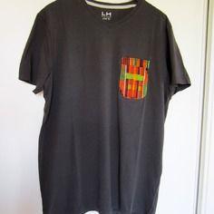 Tee shirt gris foncé personnalisé tissu motif africain kente vert jaune rouge (réservé)