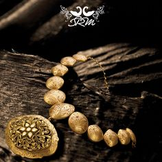 Akshaya Tritiya brings along with it the golden touch of good fortune. May this touch be yours forever to cherish. Aztec Jewelry, India Jewelry, Gold Jewelry, Man Jewelry, Gold Jewellery Design, Necklace Designs, Bridal Jewelry, Antique Jewelry, Fashion Jewelry