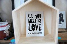 Carte Postale All you need is love  et un vernis par Creabisontine,