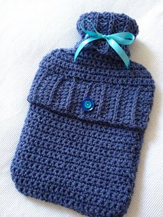 Hooked Again: Project # Crochet Hot Water Bottle Cover - after my trip to Ecuador I need one of these Crochet Home, Crochet Gifts, Diy Crochet, Tutorial Crochet, Crochet Tutorials, Knitting Patterns, Crochet Patterns, Water Bottle Covers, Manta Crochet