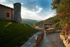 Localita' Tarina 2, 05010 Parrano, Ombrie; www.designhotels.com Isolé au beau milieu d'une réserve naturelle italienne, ce monastère construit de toutes pièces, mi-chic mi-spartiate, vous promet de beaux séjours introspectifs.