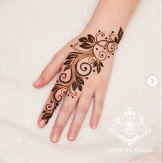 henna hand is an example of a picture image from various design motifs to draw your hand This design is very to be made and activated, hopefully this application can help you to work on designing henna in your hands Henna Hand Designs, Eid Mehndi Designs, Mehndi Designs Finger, Modern Henna Designs, Tattoo Design For Hand, Henna Tattoo Designs Simple, Floral Henna Designs, Mehndi Design Photos, Mehndi Designs For Fingers