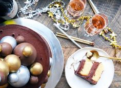 Our 2019 Recipe of the Year for Classic Birthday Cake gets all dressed up for New Year's Eve with booze-soaked layers and glittery, spectacular decorations. Bread Recipes, Cake Recipes, Pastry Recipes, High Altitude Baking, King Arthur Flour, Artisan Bread, Artisan Pizza, Instant Yeast, Thing 1
